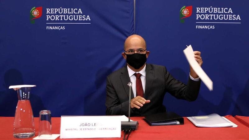 epa08739779 O Ministro das Finanças de Portugal, João Leo, participou da reunião sobre a proposta republicana