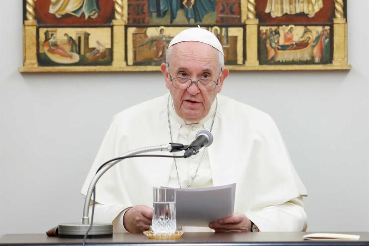 """Papa envia mensagem de """"bem-estar e paz"""" à líder de Hong Kong"""