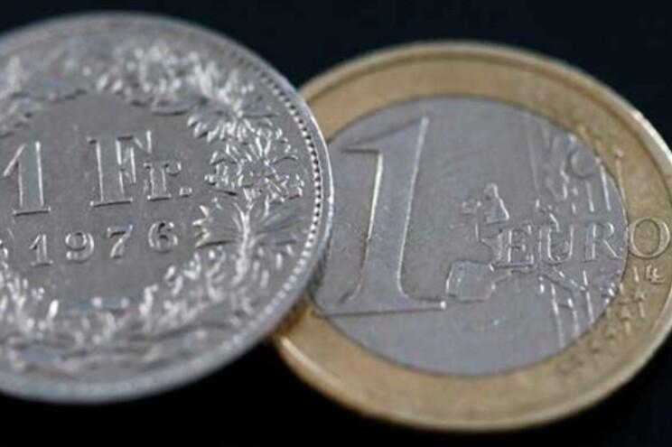 União Europeia retira Suíça da lista cinzenta de paraísos fiscais