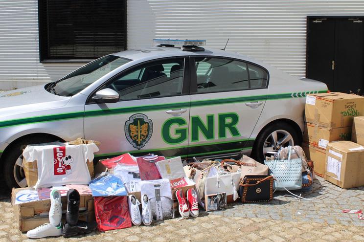 GNR apreende 2497 artigos contrafeitos na Covilhã