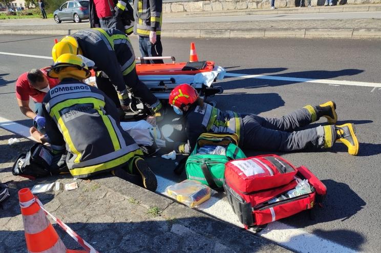 Os dois feridos foram transportados para o hospital