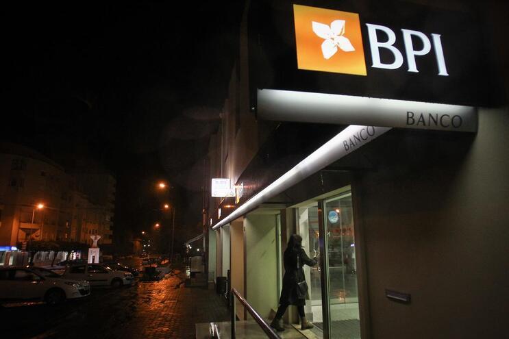 Lucros do BPI caem 87% no 1.º trimestre devido ao impacto económico da covid-19