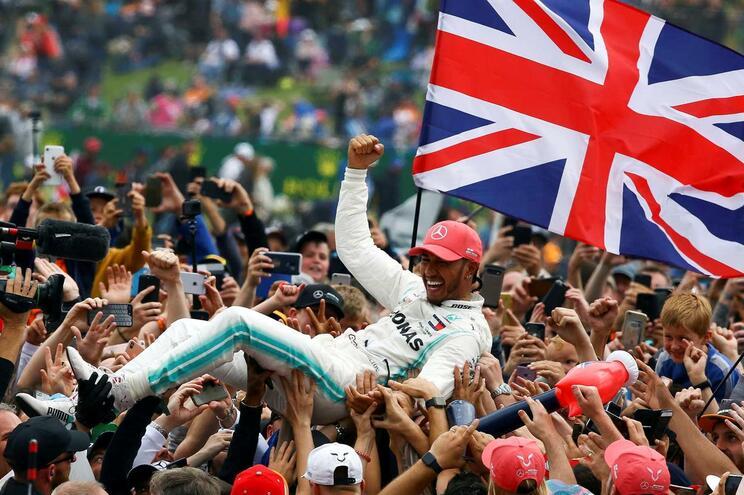 Hamilton vence em Silverstone e reforça liderança do Mundial