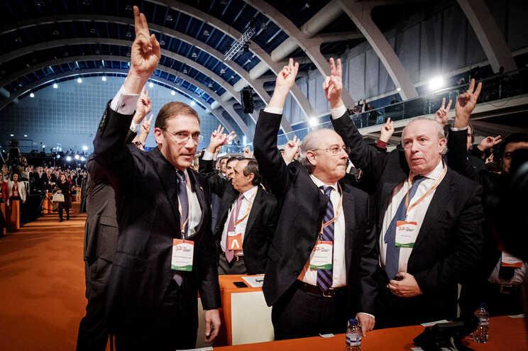 Pedro Passos Coelho, Rui Rio e Santana Lopes no congresso do PSD