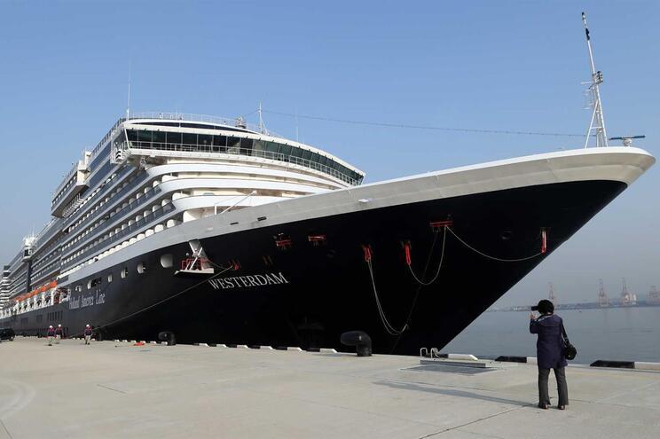 Vários países asiáticos impediram navio de atracar