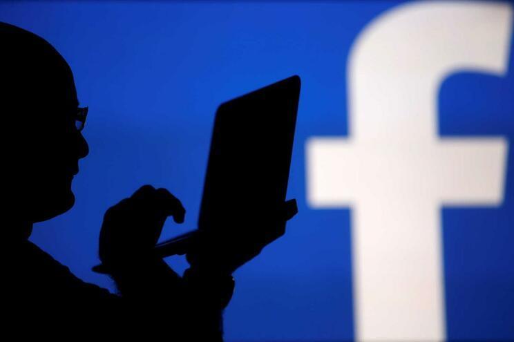 """Amnistia diz que modelo económico do Google e Facebook """"ameaça"""" direitos humanos"""