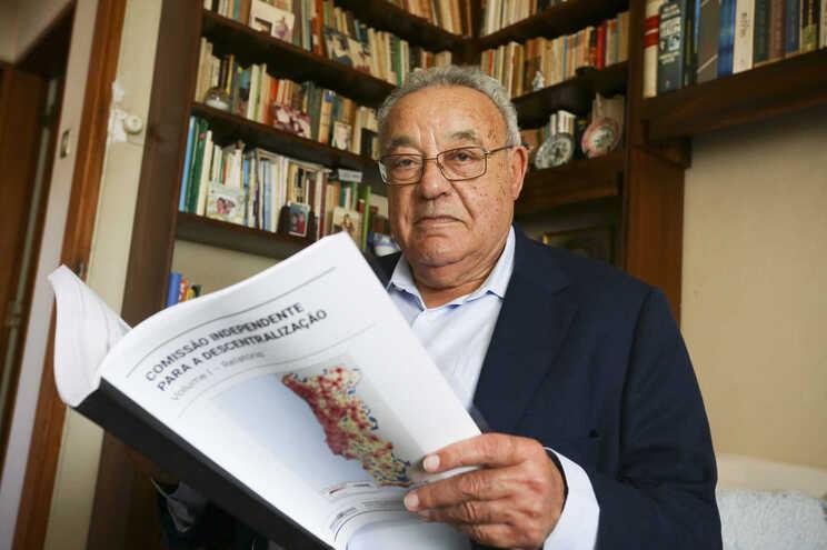 Cravinho diz ser antidemocrático o referendo obrigar a um sim nacional e outro regional