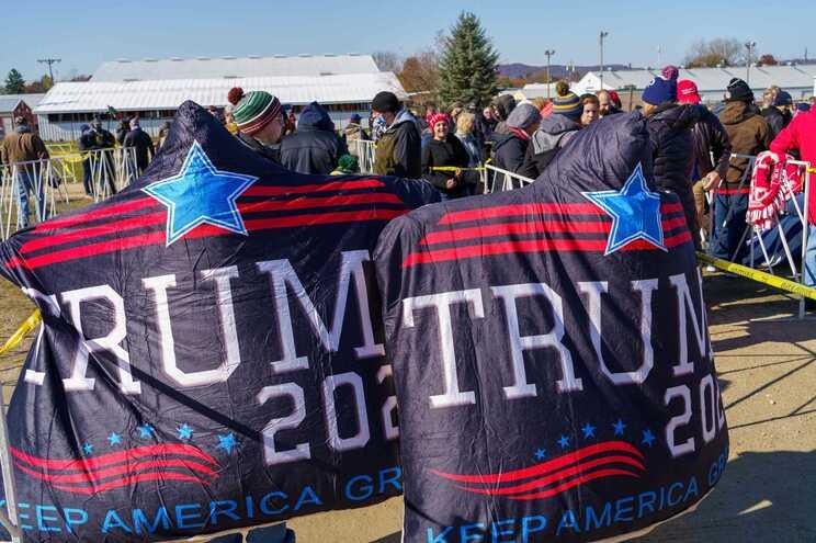 Apoiantes de Donald Trump na vila de West Salem, no estado do Wisconsin