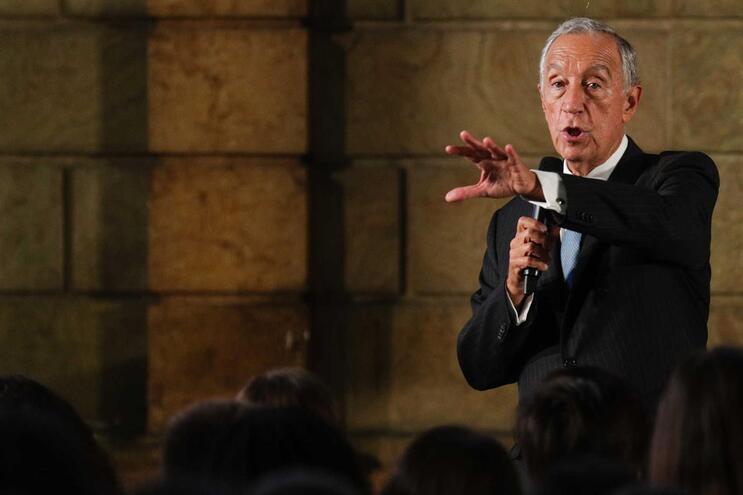 Marcelo apela à intervenção dos parceiros sociais na definição do salário mínimo