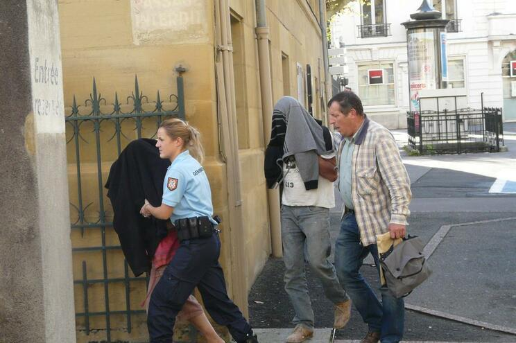 Agravada pena de portuguesa que escondeu bebé na mala do carro em França