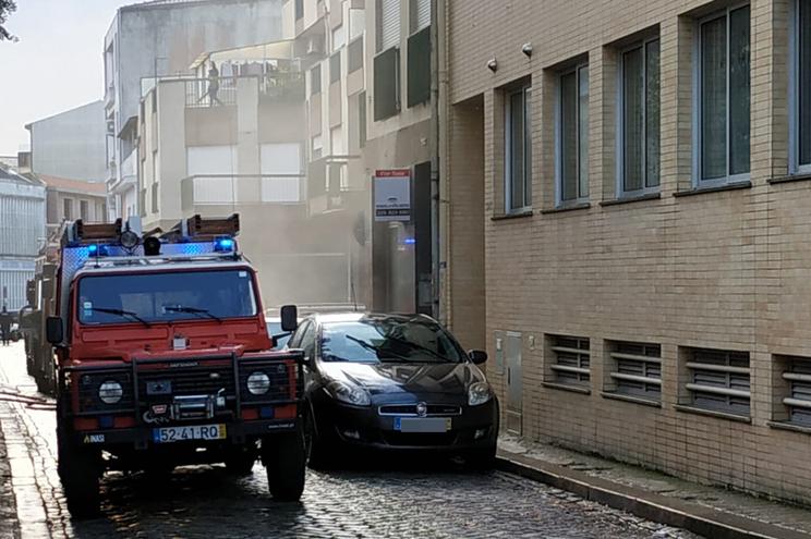 Incêndio na rua das Doze Casas, no Porto
