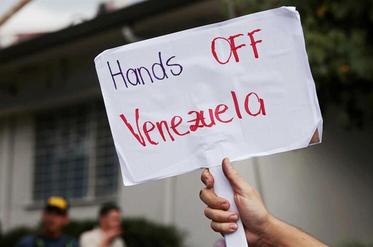 Maduro fecha fronteira com Brasil e ameaça fazer o mesmo com a Colômbia