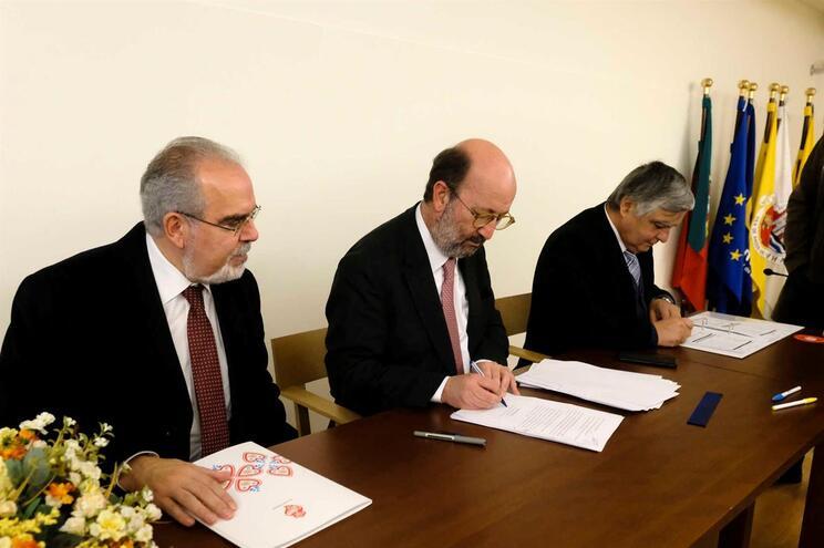 Ministro do Ambiente, João Pedro Matos Fernandes, acompanhado pelo autarca de Viana do Castelo, José