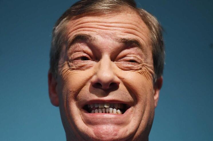"""Farage olha além do 'Brexit' e promete """"revolução política"""""""