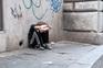 Meninos sem-abrigo portugueses estudam numa estação de comboios de Paris
