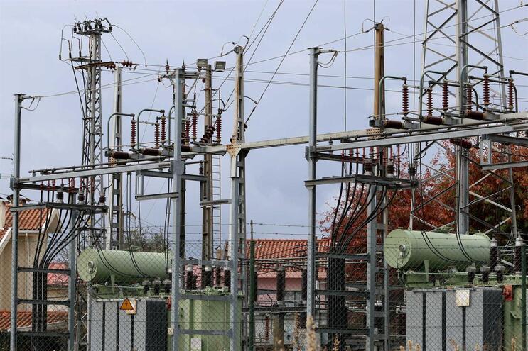 Preços no mercado ibérico de eletricidade acima da Alemanha e França