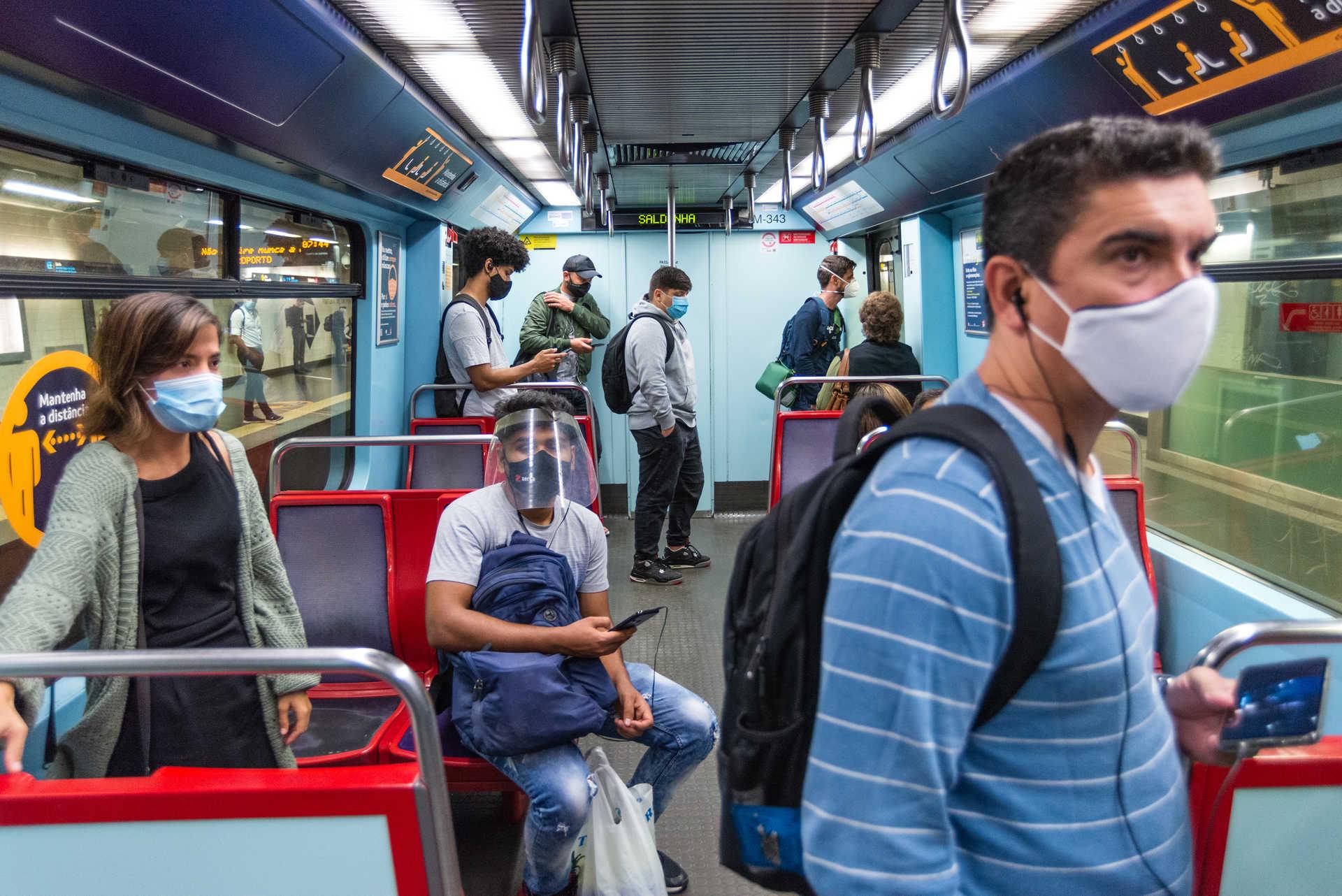 image Confusão nos transportes do Porto e Lisboa: passageiros desafiam regras da DGS