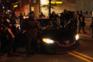 """Polícias usam tasers e """"força excessiva"""" para retirar estudantes universitários de carros"""