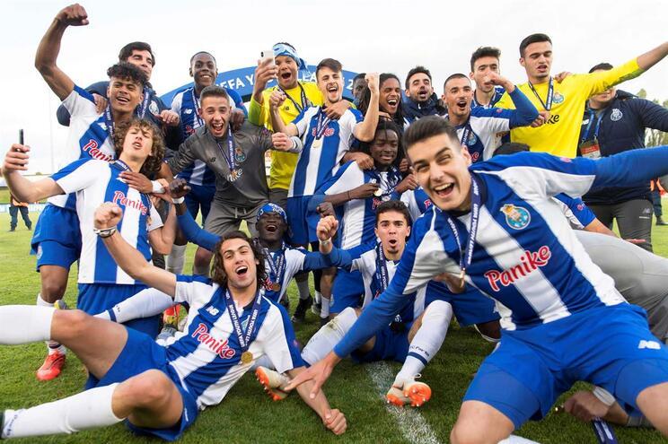 Sub-19 do F. C. Porto venceram, na final, um clube do campeonato mais rico do Mundo e isso também os