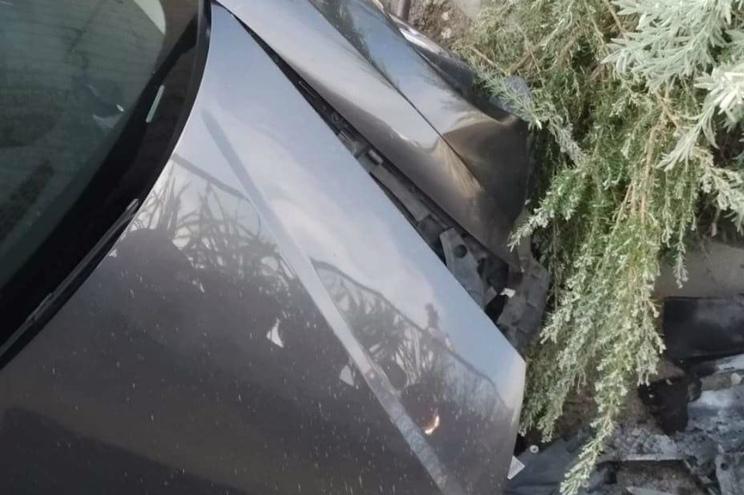 Carro cai em pátio de habitação de Castelo de Paiva