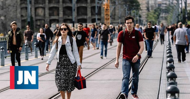 Interrupção do metro enche a ponte de gente apressada