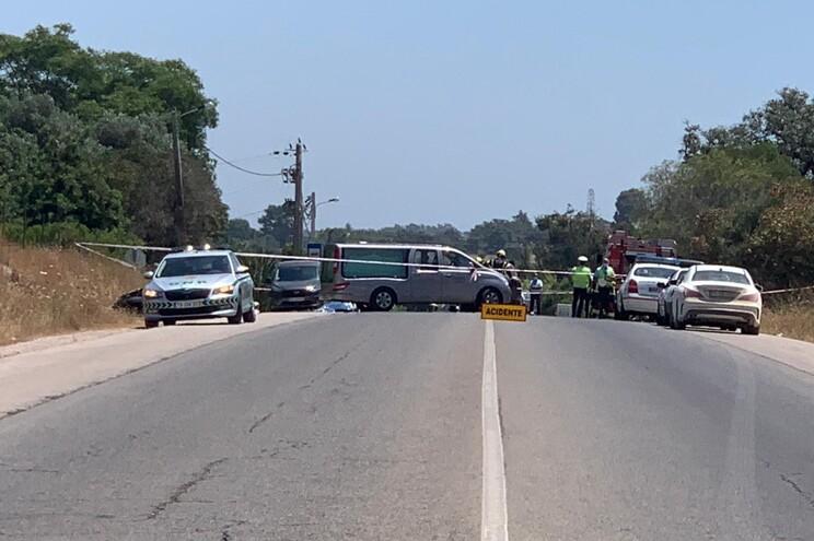 Dois mortos em colisão de veículos na EN125 entre Tavira e Olhão
