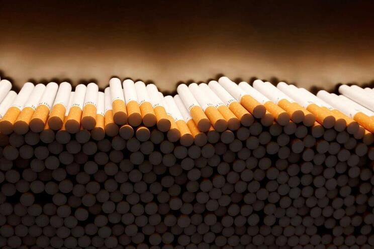 Fabricante britânico de cigarros vai despedir 2300 trabalhadores