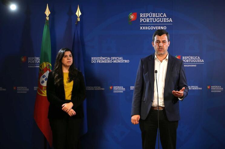 O porta-voz do Partido Pessoas-Animais-Natureza (PAN), André Silva (D)