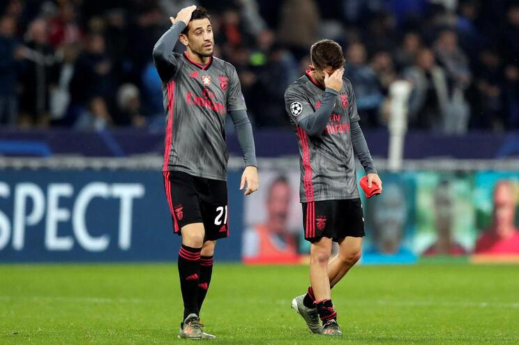 Benfica perde em Lyon e complica apuramento