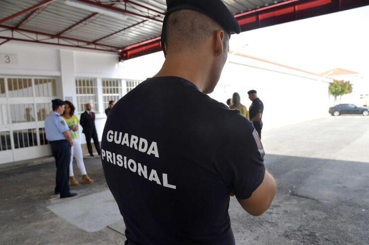 Sindicato dos guardas prisionais teme retoma das visitas nas cadeias