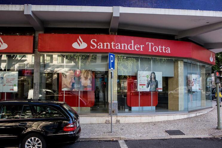 Pacote mais amplo de medidas está a ser negociado entre Governo, bancos e Banco de Portugal