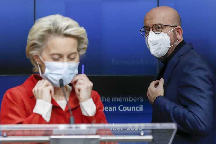 Ursula Von Der Leyen, presidente da Comissão Europeia, e Charles Michel, presidente do Conselho Europeu