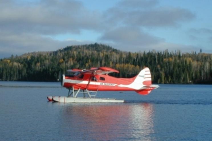 Três mortos e quatro desaparecidos em queda de hidroavião no Canadá