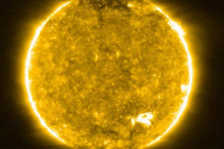 Explosões na superfície solar com pormenor nunca visto