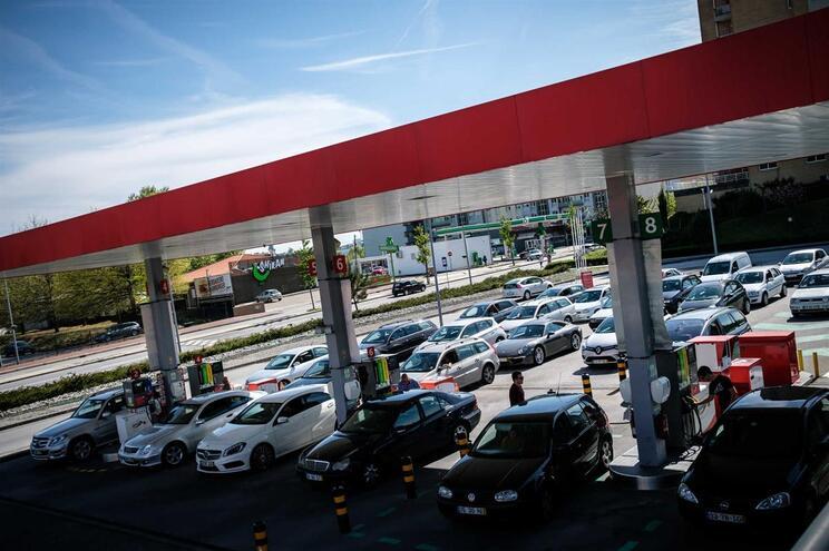 Motoristas asseguram combustível na Páscoa