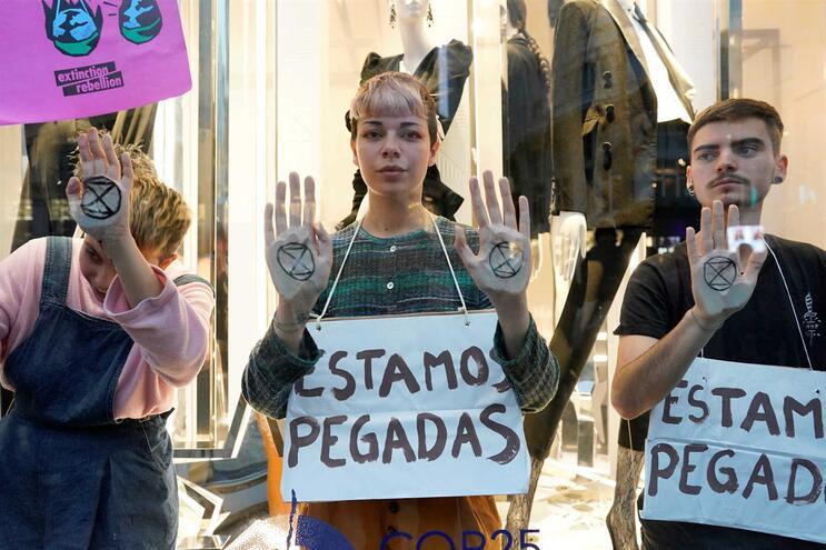 """Jovens em Madrid pedem união porque """"novas gerações merecem um futuro"""""""
