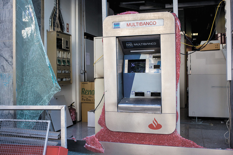 Grupo criminoso vai ser julgado em Setúbal por centenas de crimes, com maior relevo para assaltos a multibancos