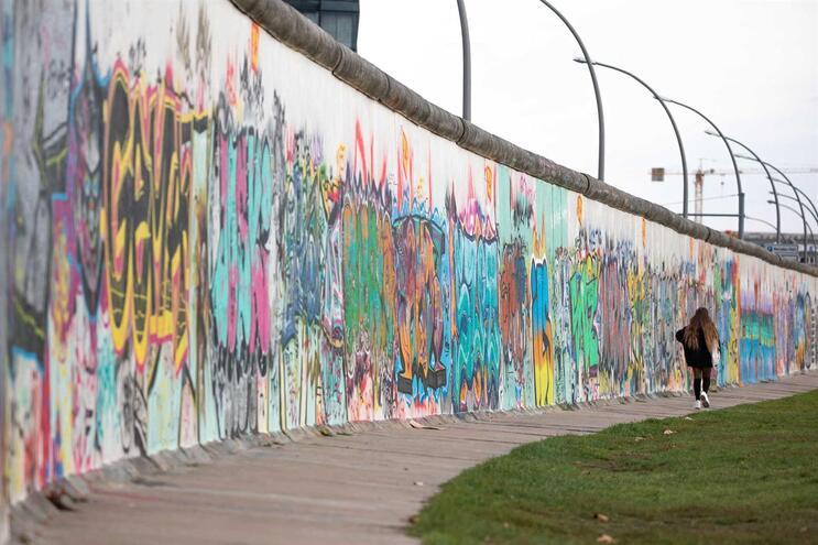 A Galeria do Lado Este, o maior pedaço do antigo Muro de Berlim ainda de pé