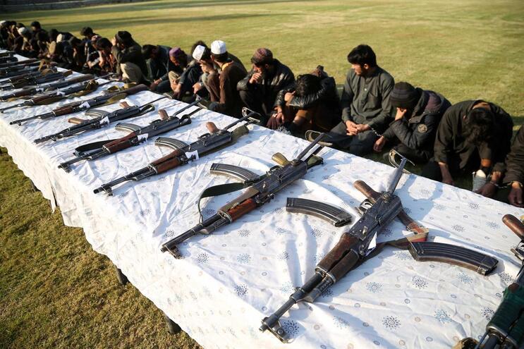 Talibãs do Afeganistão e EUA retomam conversações de paz após três meses