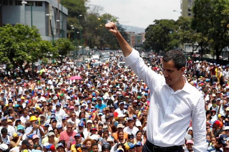 Protesto contra o poder de Maduro, em Caracas, a 1 de maio