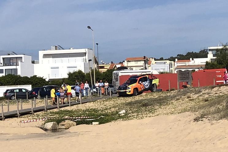 Banhista salvo após ter ido buscar bola ao mar em praia não vigiada em Matosinhos
