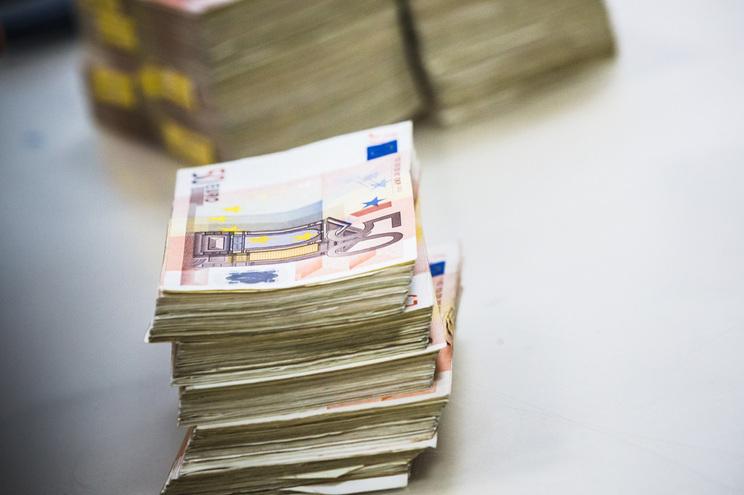 """Bancos consideram """"incompatível"""" refletir descida de Euribor nos créditos"""