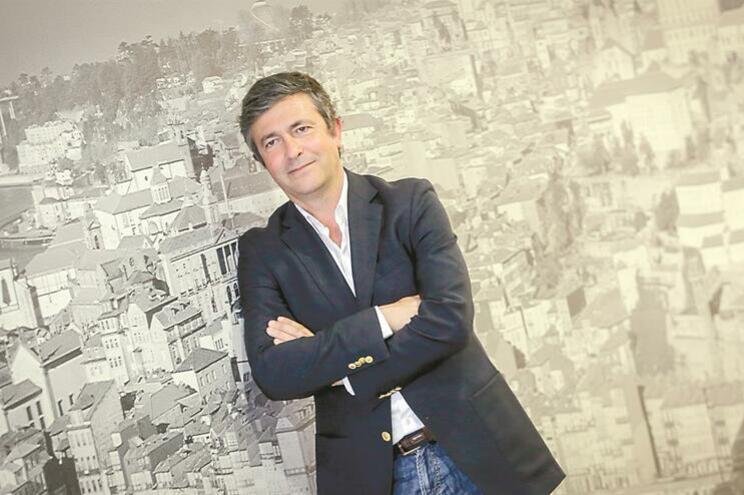 Melchior Moreira acusado de dar empregos a amigos falseando concursos