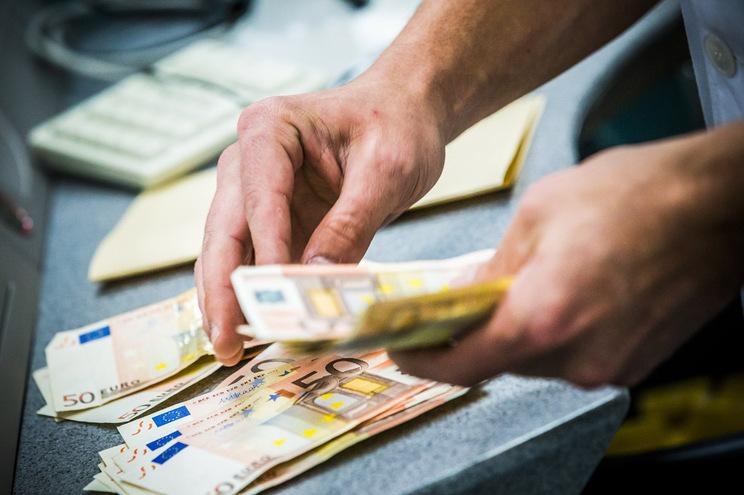 Remuneração bruta mensal por trabalhador subiu 2,9%