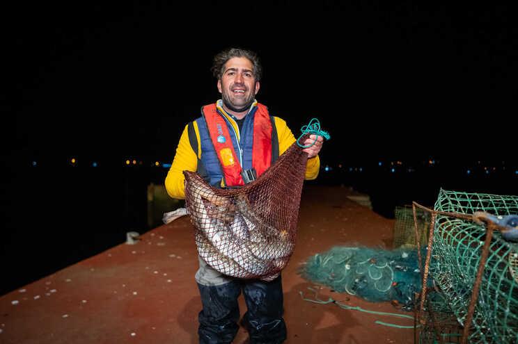 """José Brás, com o seu """"Pequeno Mar das Margaridas"""", conseguiu numa noite uma boa pescaria, mas faltam"""