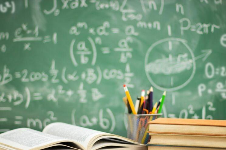 Governo mantém recolha dos manuais escolares
