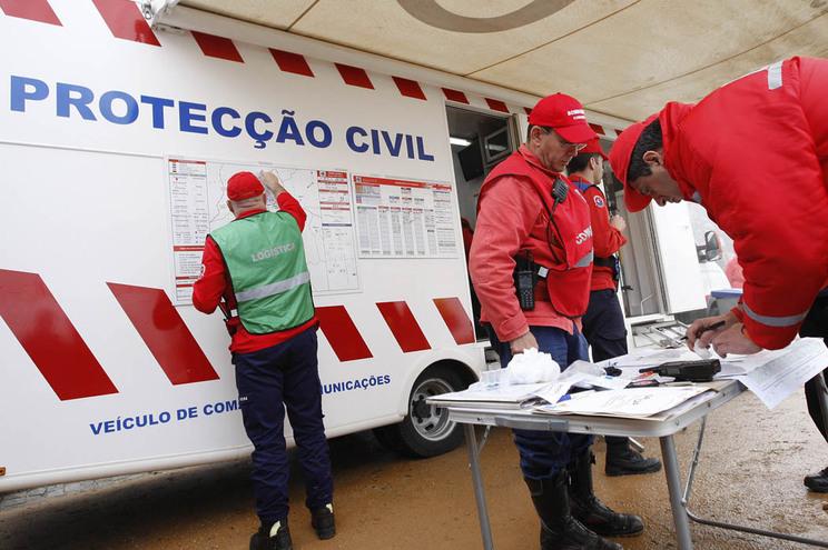 Proteção Civil define conteúdo dos SMS a enviar pelos operadores