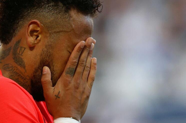 """Paris Saint-Germain vence em Bordéus com golo de Neymar e """"ajuda"""" do VAR"""