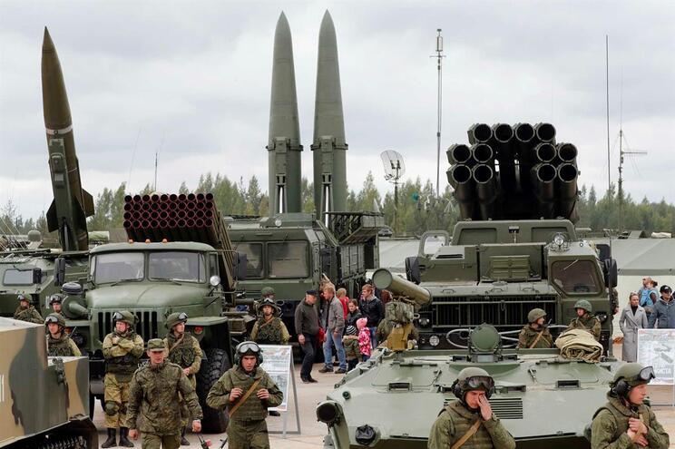 """Saída dos EUA do acordo nuclear é """"passo perigoso"""", diz Rússia"""