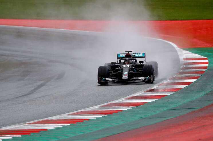 Lewis Hamilton conquistou a pole-position